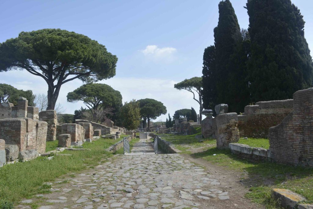 Ostia Antica - Decumanus Maximus