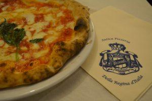pizza pizzeria brandi Napels